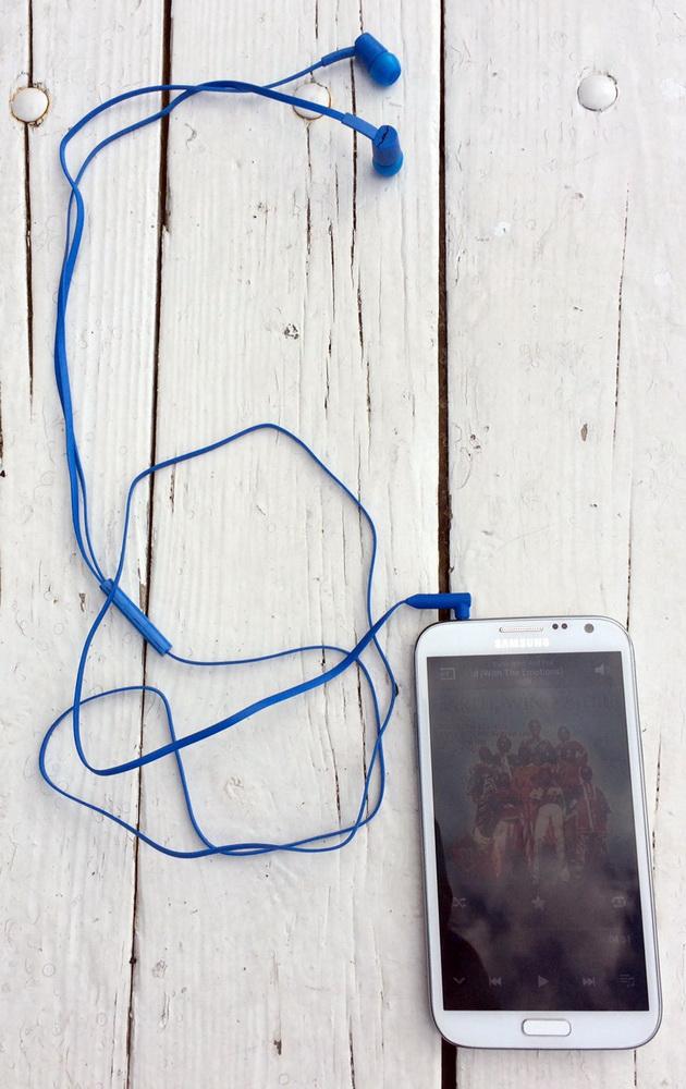 наушники sol jax со смартфоном или iphone